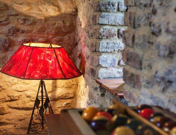 3eme salon détail lampe rouge-01